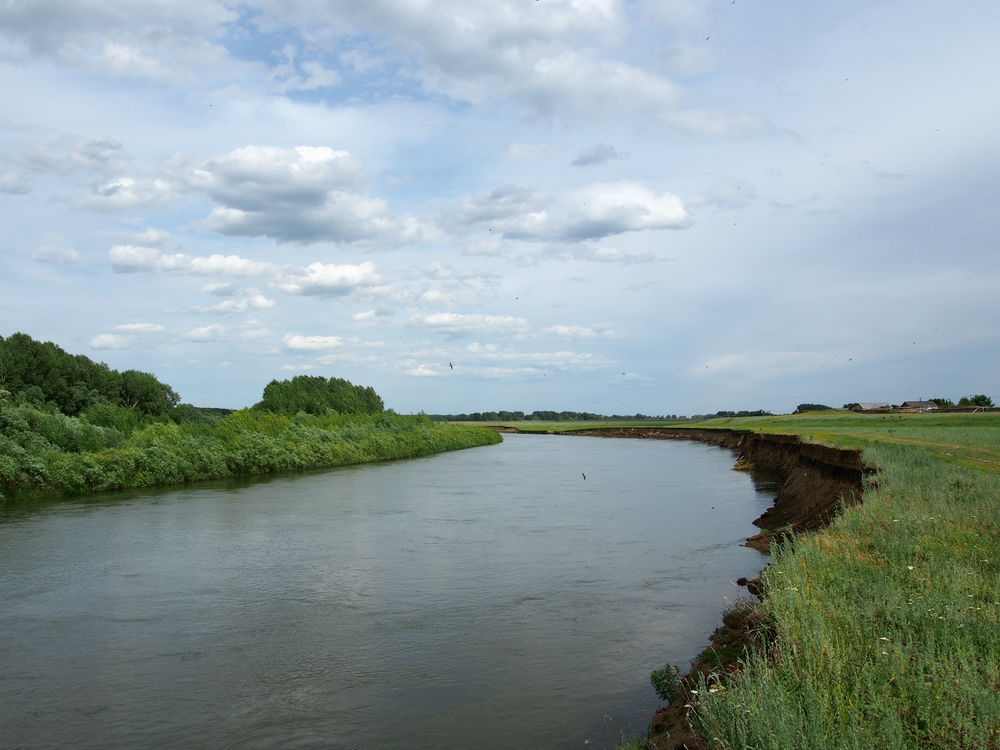 степь, берег реки