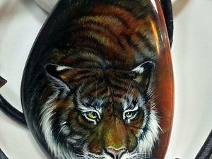 Тигр – кулон с лаковой миниатюрной росписью. Ярмарка Мастеров - ручная работа, handmade.