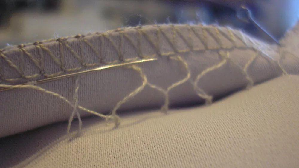 подшив, шарф, нитки, ручная работа, швейная машинка, шелковый палантин, батик шарф