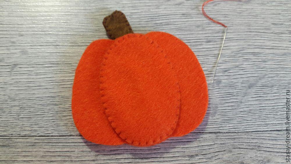 Sewing a Pumpkin Brooch, фото № 5