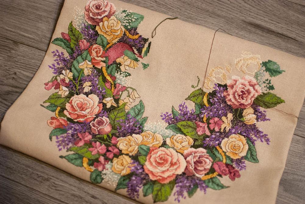 венок из роз, букет цветов, процесс работы