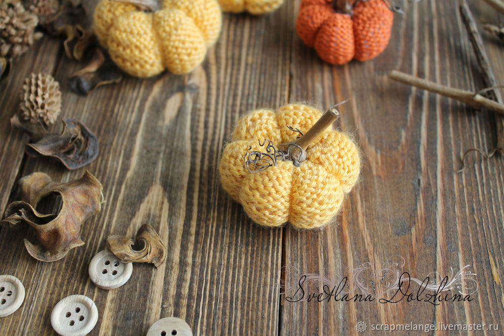 Knitting a Sweet Pumpkin for Halloween Home Decor in 30 Minutes, фото № 11