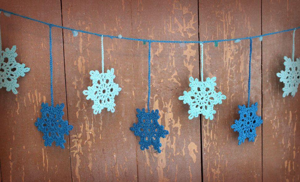 Новогодние гирлянды из снежинок фото