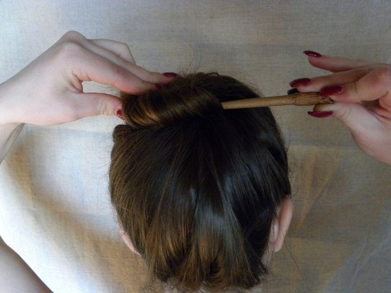 Как собрать волосы в пучок при помощи волшебной палочки, фото № 6