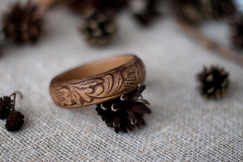 резной браслет, дерево
