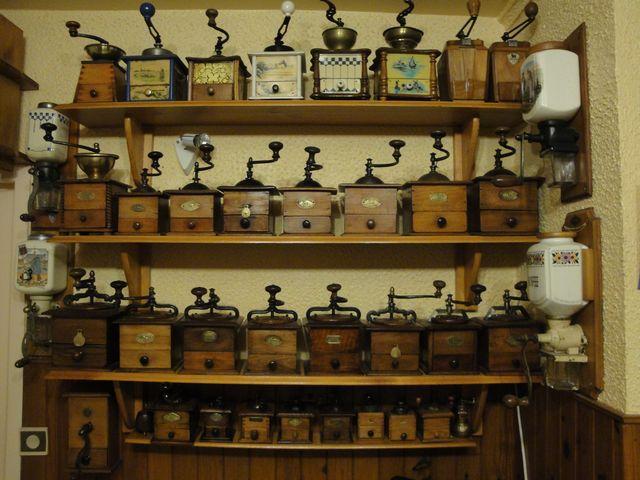 старинная кофемолка, новинка в магазине, антиквариат из франции