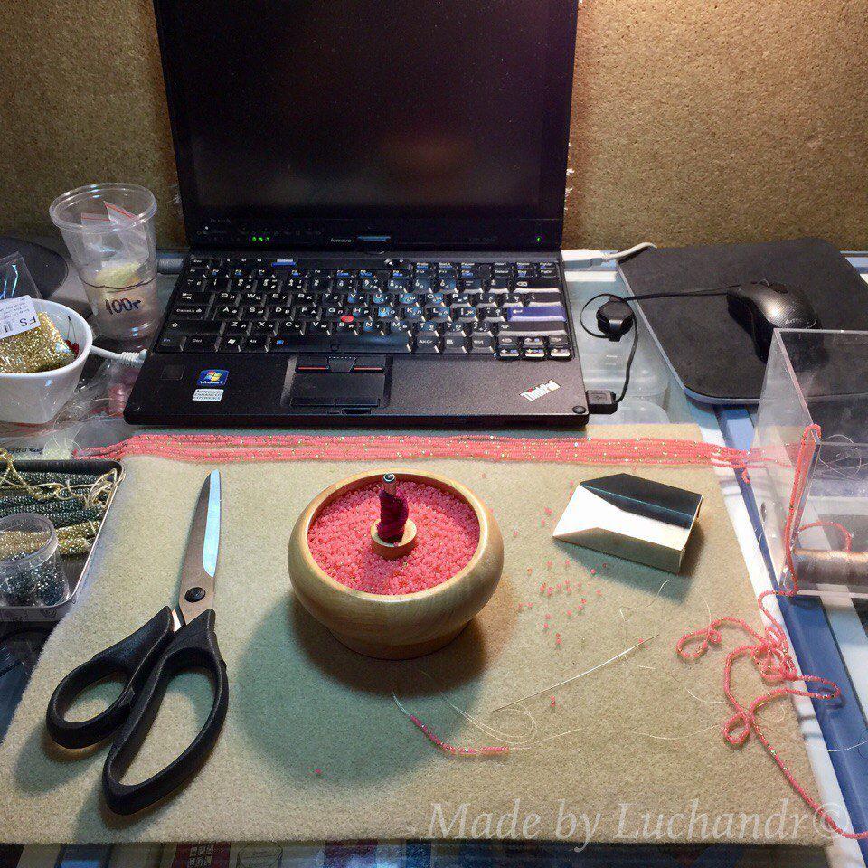 стол для рукодельницы, жгуты из бисера