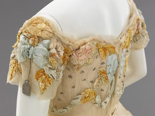 Шикарная вышивка от Jacques Doucet на бальном платье 1902 года