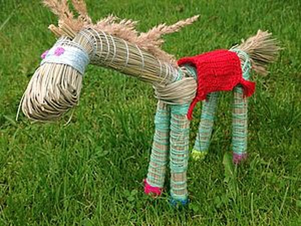 A Quick Funny Summer DIY for Kids on How to Create a Horse out of Grass   Livemaster - handmade