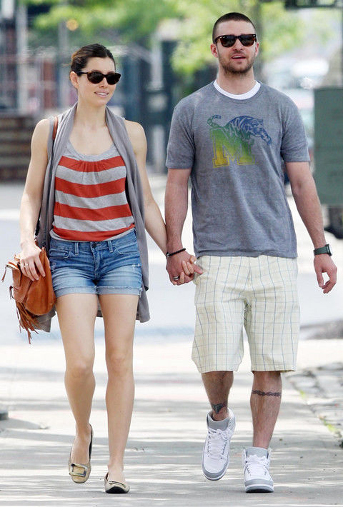 Jessica Biel And Justin Timberlake Holding Hands In New York (USA ONLY)
