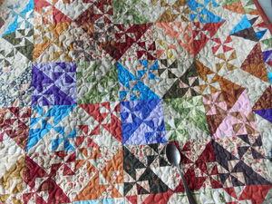 Обрезки - это не только ценные прихватки, но и два-три веселых лоскутных коврика! | Ярмарка Мастеров - ручная работа, handmade