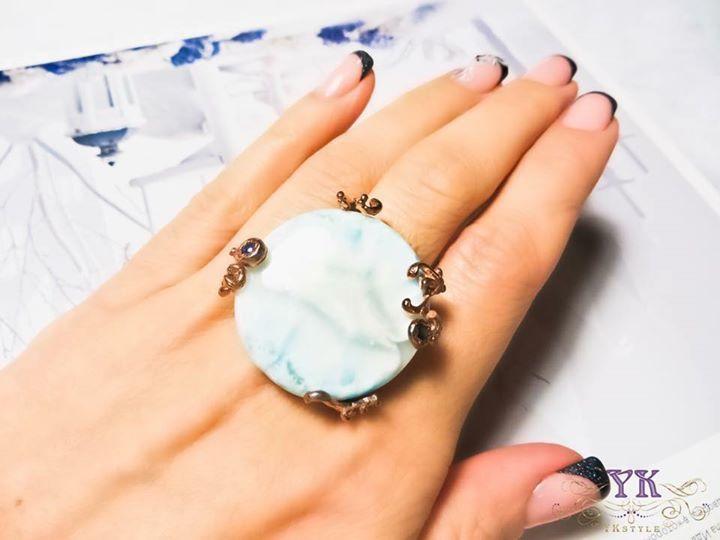 Серебряное кольцо с крупным ларимаром.