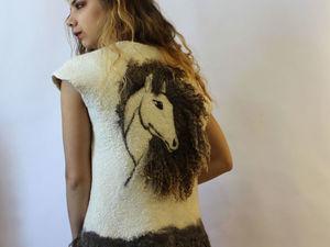 Жилет с флисом Белая Лошадь. Ярмарка Мастеров - ручная работа, handmade.