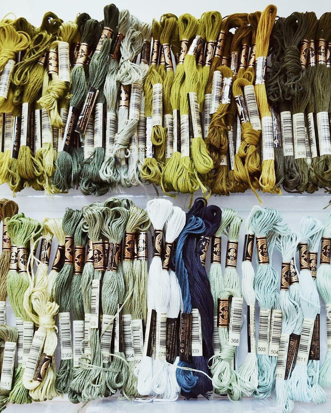 Пляжный отдых в джунглях: пейзажная вышивка от Fenny Suter