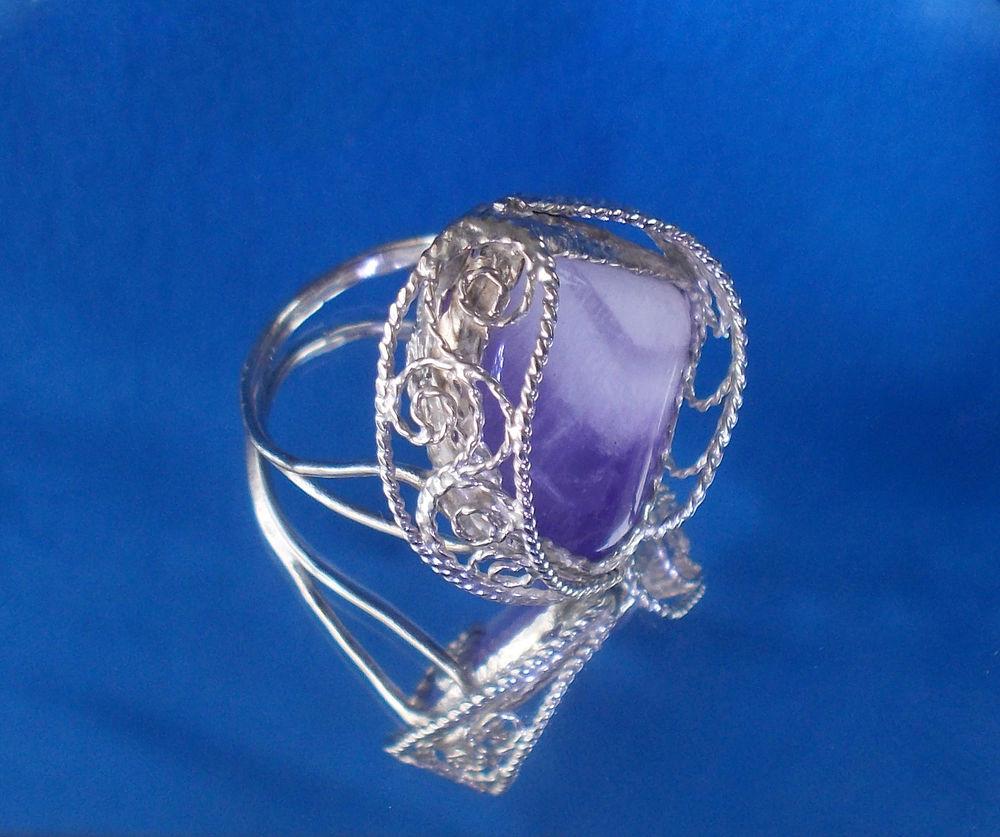фигурное кольцо аметист, изящное украшение на руку