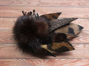 Делаем небольшую брошь из кожи с использованием меха. Ярмарка Мастеров - ручная работа, handmade.