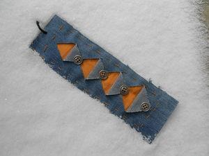 Лоскутный джинсовый браслет в подарок к сумочке. Ярмарка Мастеров - ручная работа, handmade.