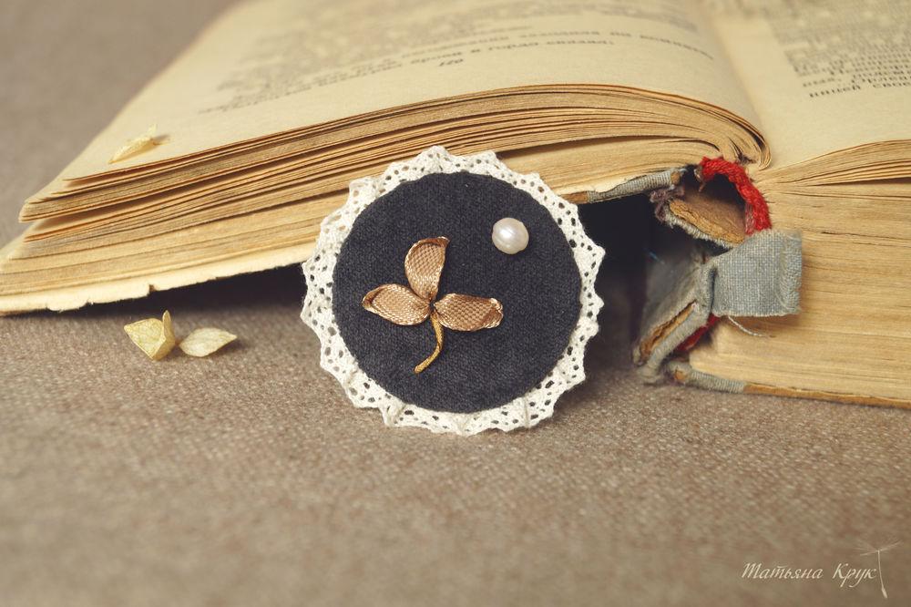 брошь брошка брошьки, брошь вышивка лентами, мастер класс брошь цветок, украшение ручной работы, вишиваем брошь, вышивка лентами, основы вышивки