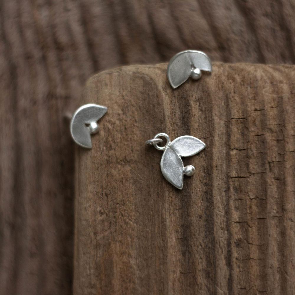 серебряные гвоздики