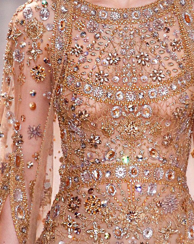 блузке одежда расшитая пайетками картинки казалось, что артистка