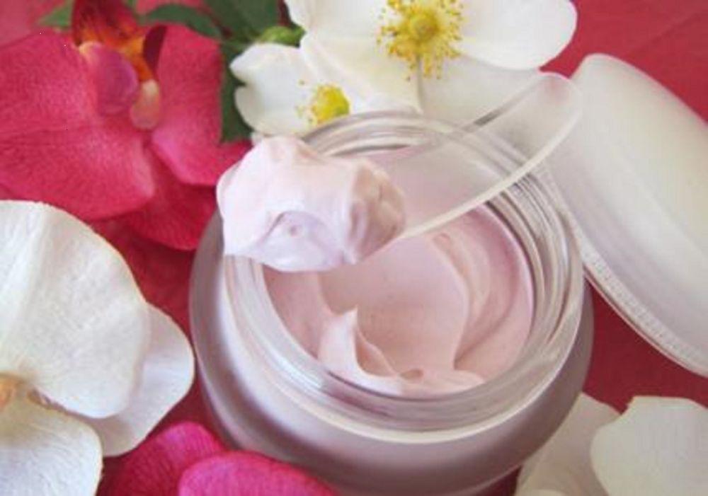 крем, домашний крем, дневной крем, лепестки роз, косметика, секреты красоты, ингредиенты, натуральная косметика, домашняя косметика, девушкам, женщинам, здоровье, красивая кожа, уход за лицом
