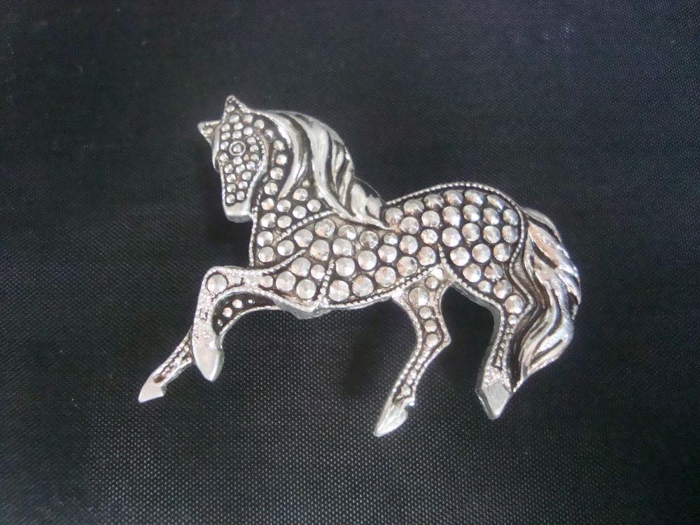 брошь, значок лошадь, скакун, фалеристика, аксессуар, металлическая брошь, купить украшение винтаж