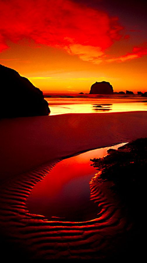 Haystack Rock at Cannon Beach on the north coast of Oregon • photo: Mark Rasmussen on Lightchase Photography