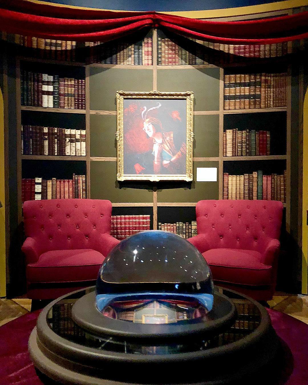 История магии: в Нью-Йорке открылась выставка по миру «Гарри Поттера»