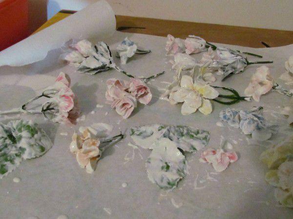 Цветы из гипса для дома