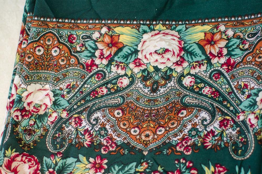 павловопосадский платок, меховые тапочки