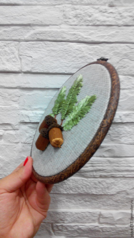 Embroidering Autumn Acorns in Wooden Hoop with Floss, фото № 20