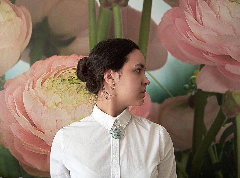 витраж, кулон из полимерной глины, купить кулон, кулон с цветами, ирисы, авторское украшение, красивый кулон, бабочка, под рубашку, подарок женщине