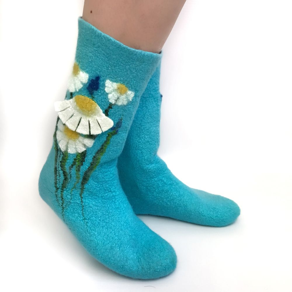 Мастер-класс по мокрому валянию  «Носочки с цветочным декором», фото № 8