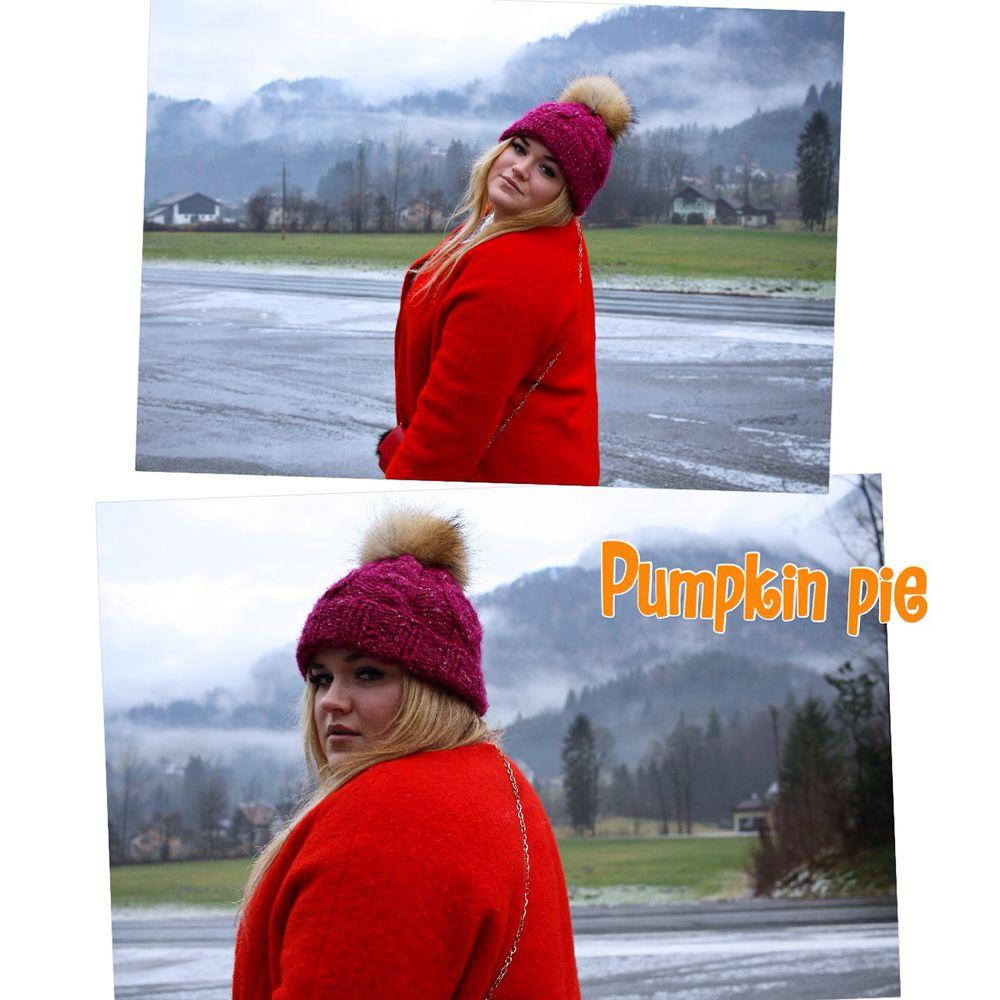 путешествие, яркая шапка, shapki pomponi, шапка с отворотом, зима близко, красное пальто