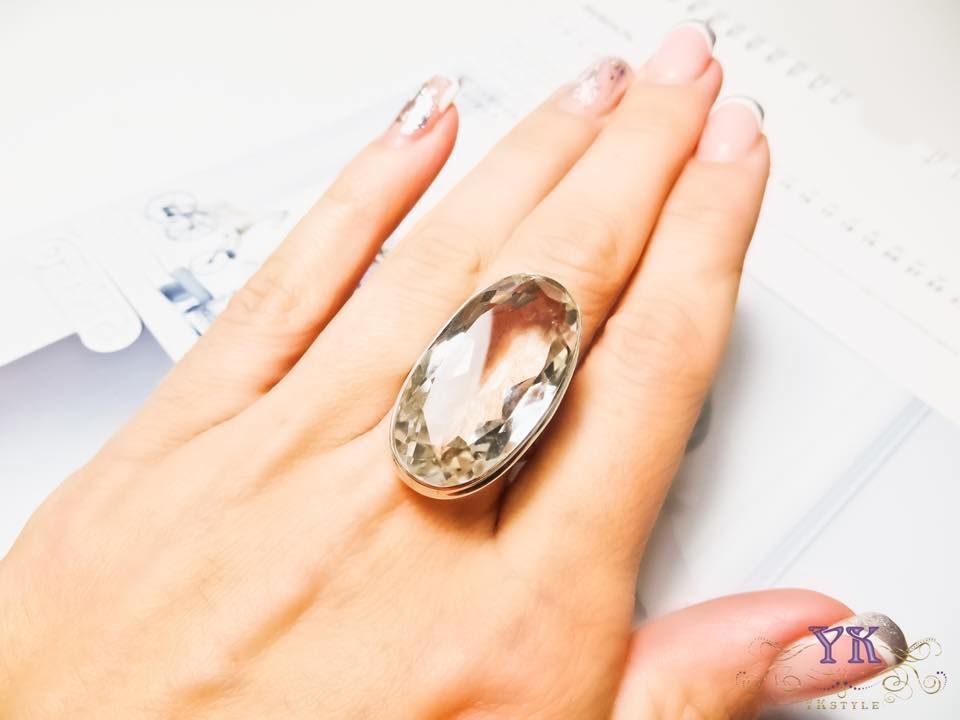 Кольцо с горным хрусталем.