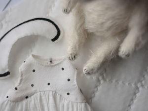 Белая собачка со скидкой.. Ярмарка Мастеров - ручная работа, handmade.