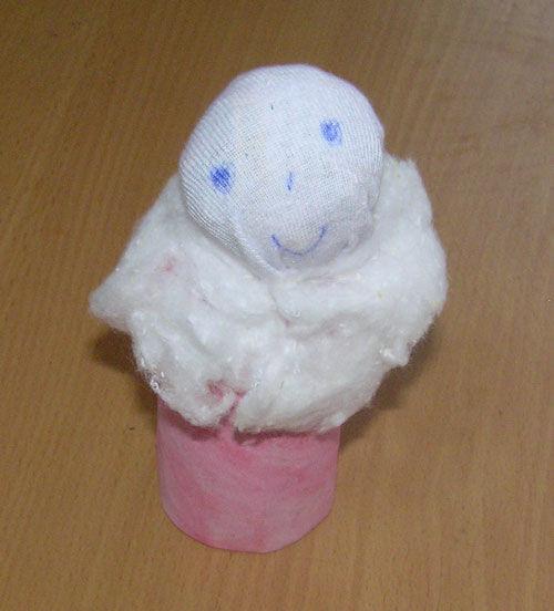 Какой  милый , то-ли  ангел , то  -ли снегурочка ,   а  какая  улыбка  !