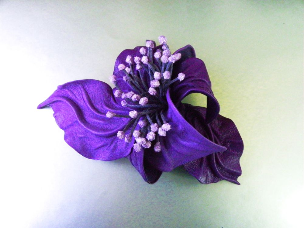 брошь цветок из кожи, брошь на сумку на пояс