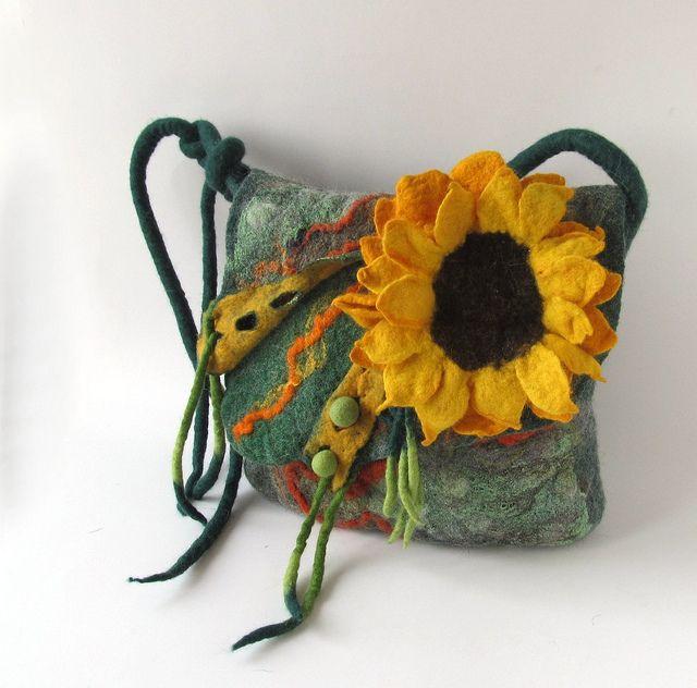 Felted handbag - green sunflower   Flickr - Photo Sharing!#felted #handbag #purse #sunflower #flower #felting