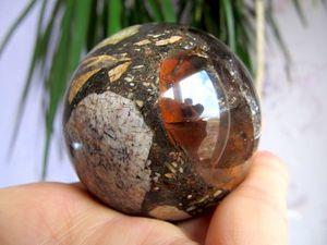 Шар из брекчии дымчатого кварца,  сцементированного опалом, 57 мм. Ярмарка Мастеров - ручная работа, handmade.