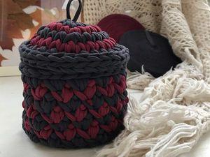 Небольшая корзинка в темных тонах в спальню из трикотажной пряжи TUTY. Ярмарка Мастеров - ручная работа, handmade.