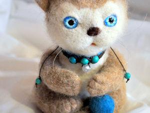 Валяный кот Тимофей с мячиком | Ярмарка Мастеров - ручная работа, handmade