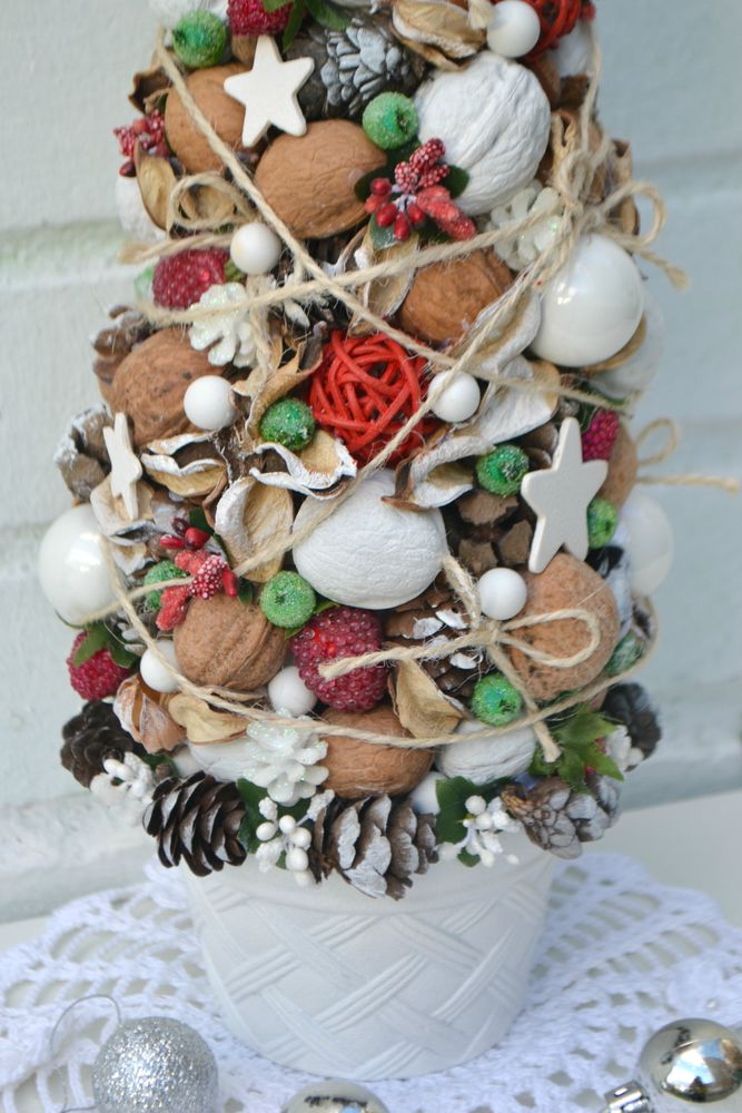 новогоднее украшение, елка из орехов, новогодняя флористика