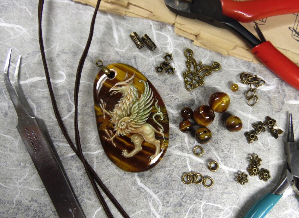 грифон, агат, украшения, процесс росписи
