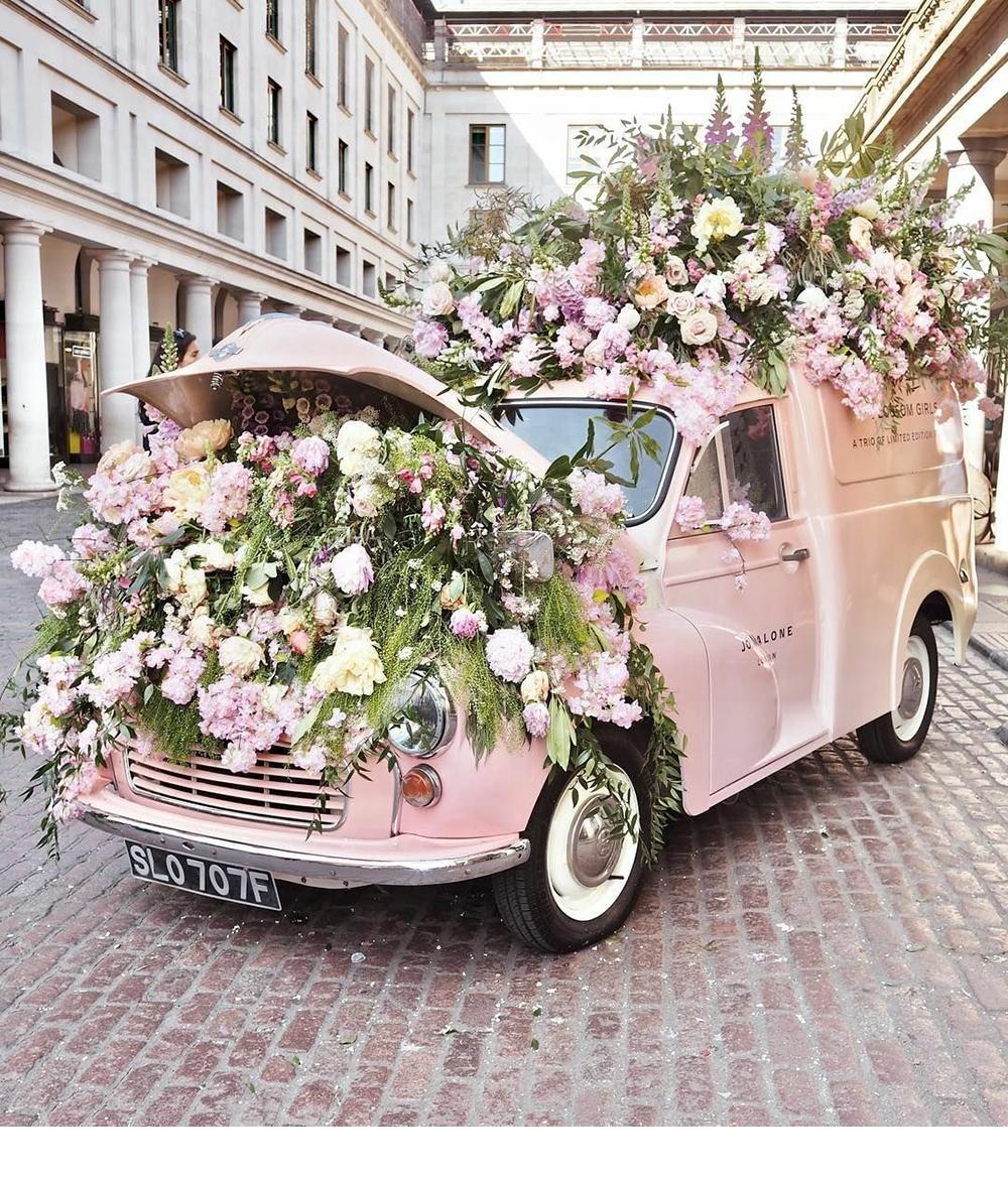 Машинка с цветами картинка