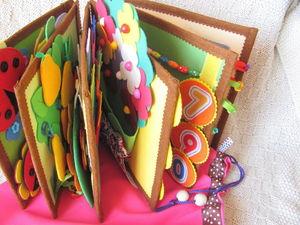 Развивающая книжечка из ткани и фетра с шариками. Ярмарка Мастеров - ручная работа, handmade.