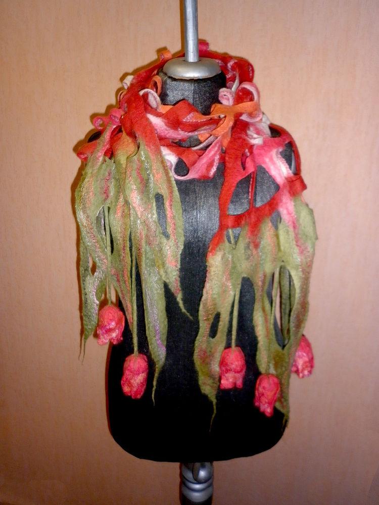 шарф с тюльпанами, алые тюльпаны