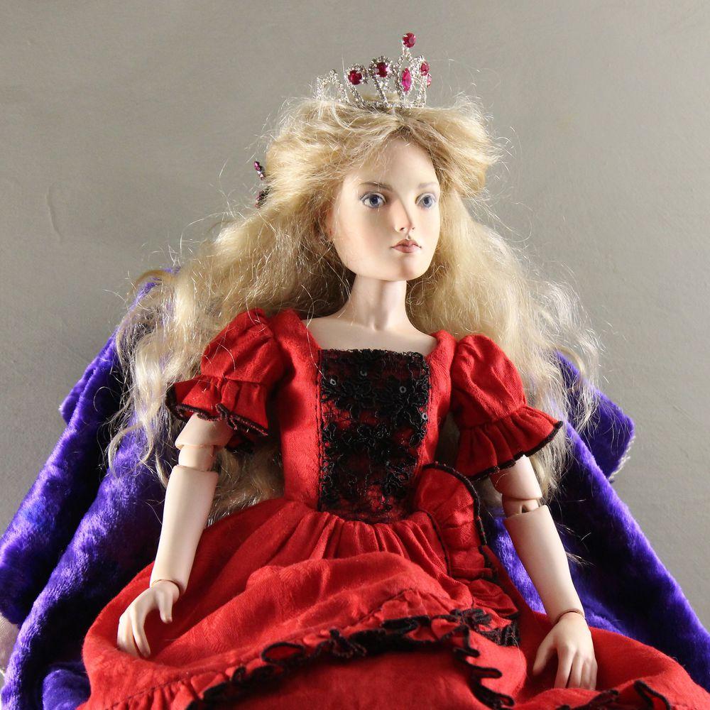 акция магазина, распродажа игрушек, товар со скидкой, игрушка в подарок, кукла ручной работы