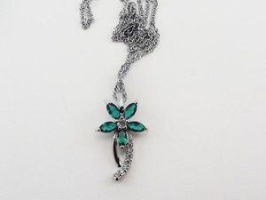 "Аукцион на Кулон ""Цветок на Снегу"" с Зеленым Топазом и Цирконами. Ярмарка Мастеров - ручная работа, handmade."