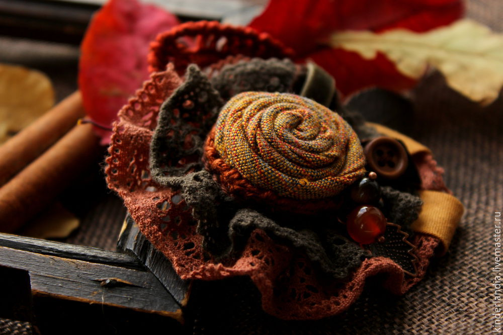 Symphony of Autumn Leaves: Creating a Textile Brooch, фото № 1